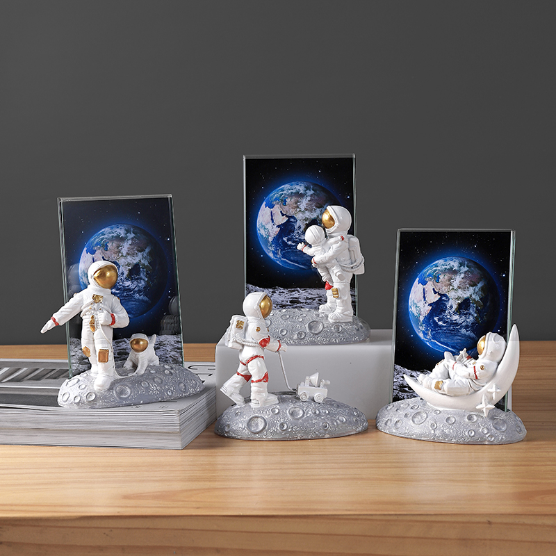 European Style Resin Astronaut Photo Frame Statuette Bedroom Frames Living Room Home Accessories Decoration Modern Ornaments